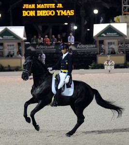 Juan Matute Jr. does his one-handed pirouette on Don Diego Ymas to take second place in the freestyle (photo copyright 2014 by Nancy Jaffer)